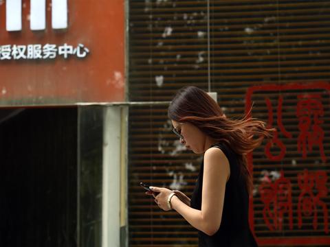 Louer un petit ami pour 135 EUR par jour: les médias sociaux chinois inondés d'offres pour le Nouvel An