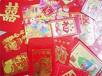 Enveloppe rouge, paquet rouge